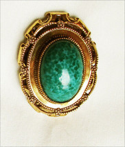 Pin Robert original oval green cabochon gold tone setting necklace loop - $24.70