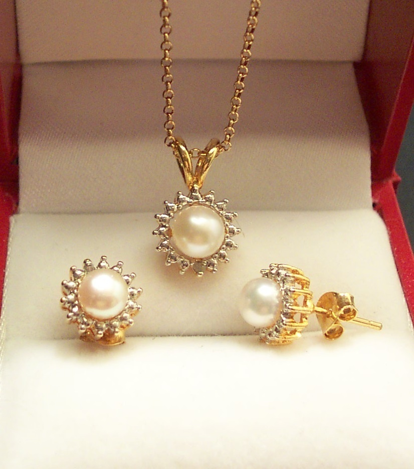 Freshwater Pearl Necklace & Earring Set Bonanza