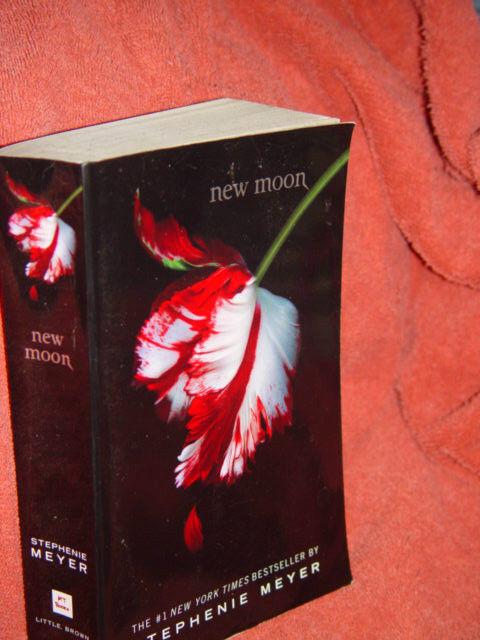 New Moon Stephenie Meyer Paperback 2008