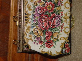Handbag With Gold Trim and Chain image 8
