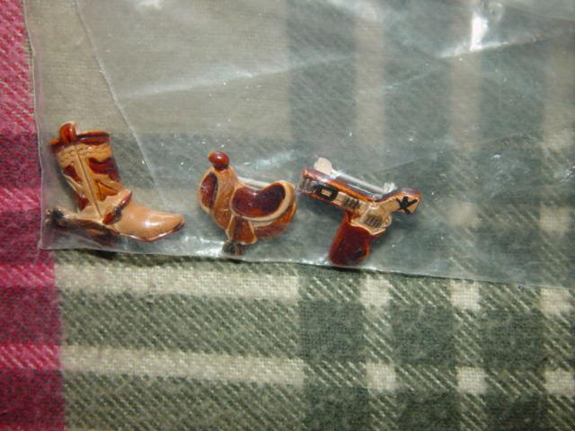 Set of 3 Cowboys Pins Boot, GunBelt, And Saddle image 4
