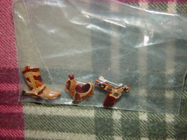 Set of 3 Cowboys Pins Boot, GunBelt, And Saddle image 3