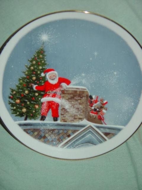 Santa Christmas Tree Gold Trim Plate image 5