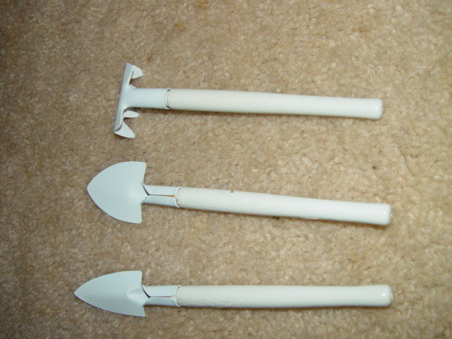 Precious Moments Set of 3 White Garden Tools Rake, Shovel, Pointed Shovel W/ Bow image 6