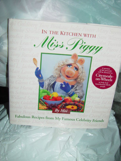 In the Kitchen with Miss Piggy Fabulous Recipes from My Famous Celebrity Friends