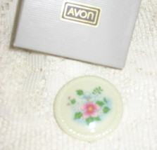 VTG Avon Spring Bouquet Porcelain Brooch/Pin - $9.00