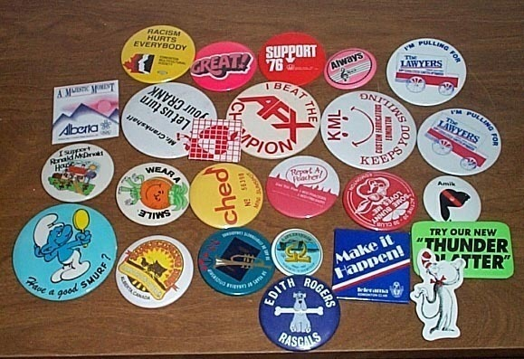 Advertising Buttons 25 Smurf  etc.