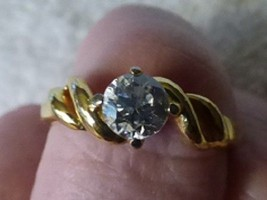 VINTAGE 1970s Solitaire Sparkly Cubic Zirconia CZ RING Goldtone Twisted Setting - $10.00