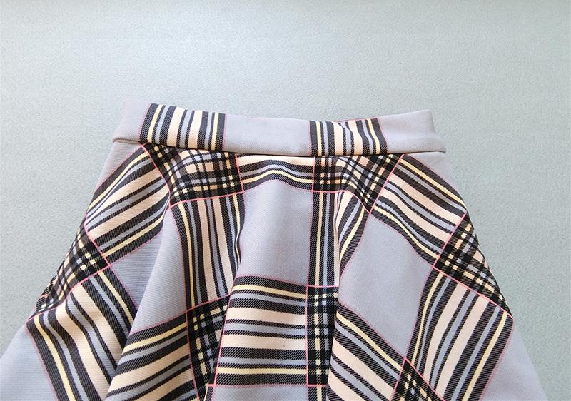 Gray plaid skirt 2