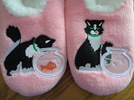 Snoozies Cosy Feet Coverings Style Simply Pairables Cat/Fish Womens Slip... - $19.99