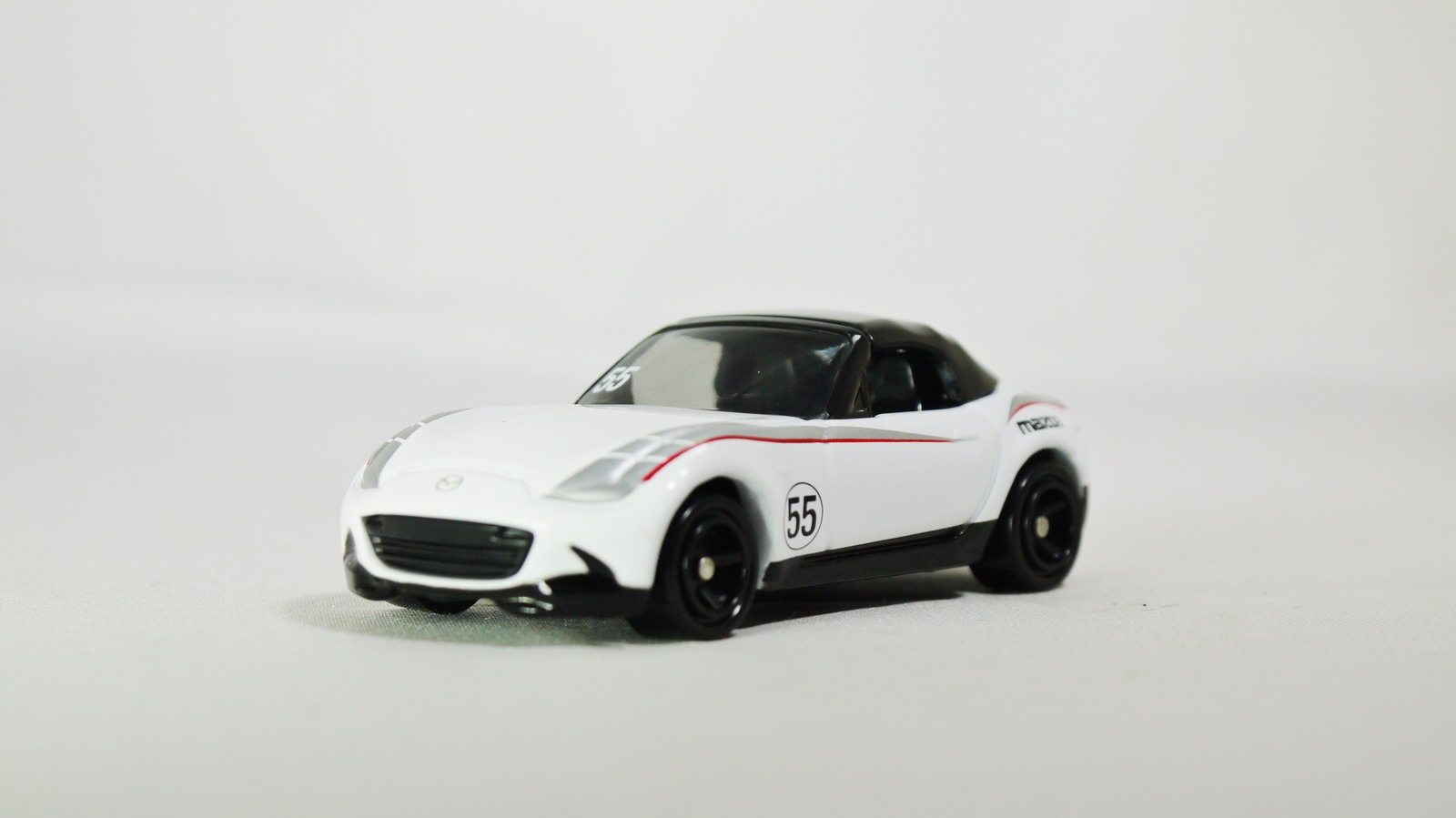 Tomica 1 57 aeon series 30 mazda roadster mx 5 02