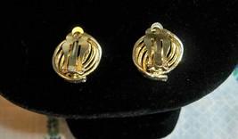 Vintage goldtone swirl earrings2 thumb200