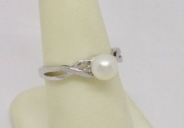 Charming 10K White Gold Cultured Pearl & Diamond Twisty Band Ring - $129.00