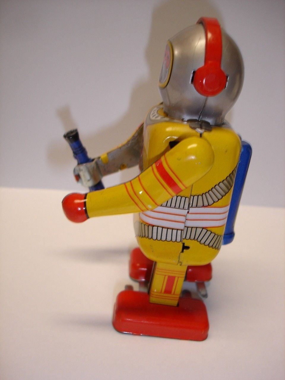 "Used & not working 4.5"" tall Astronaut wind up tin toy robot image 3"