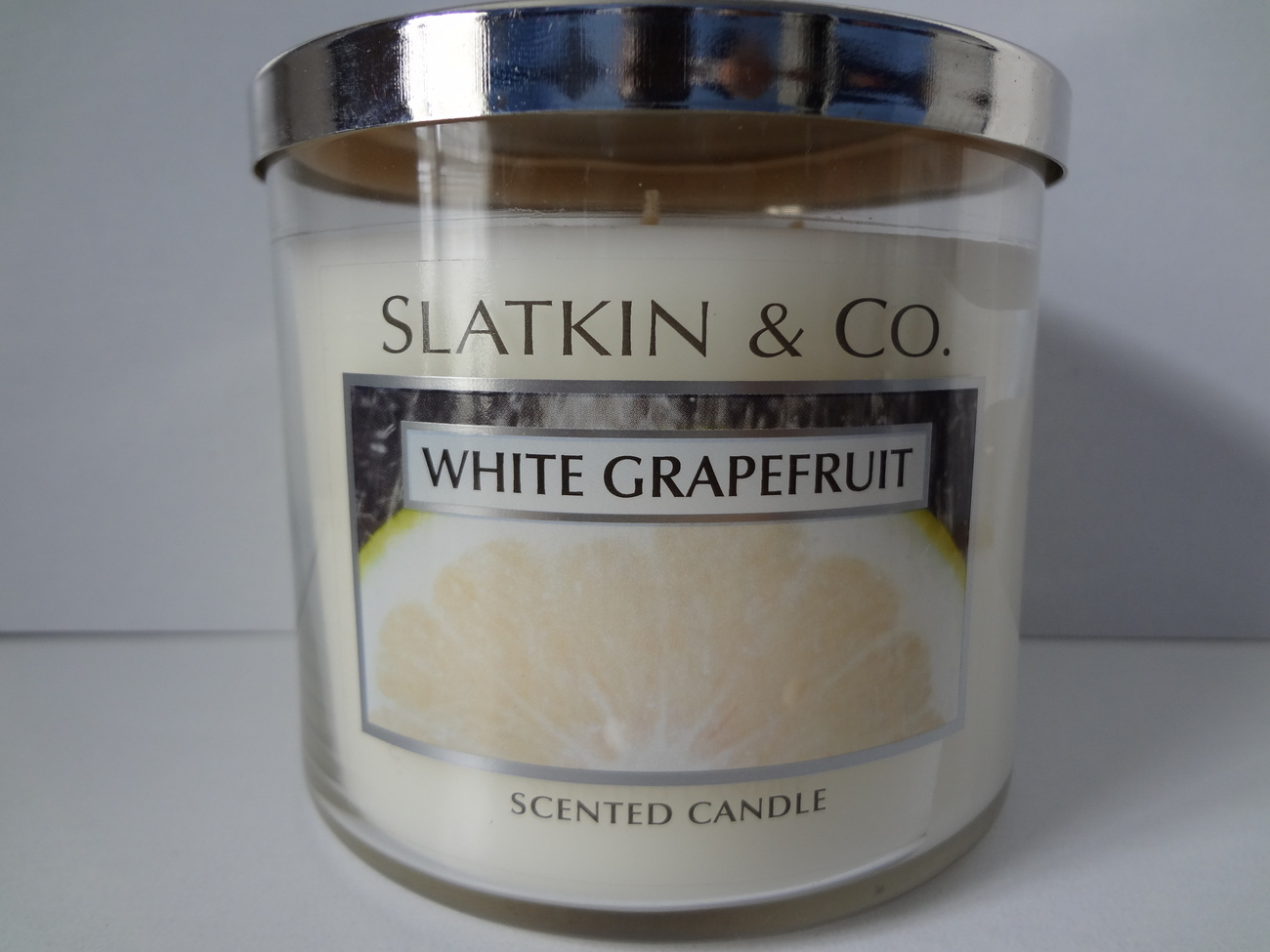 Bath & Body Works Slatkin & Co. WHITE GRAPEFRUIT Scented Candle 14.5 oz / 411 g