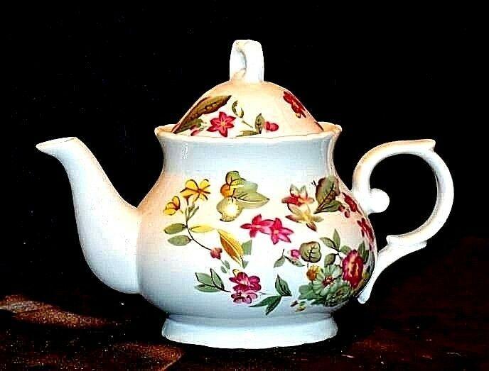 Ceramic TeaPot with Lid AB 535-E Vintage