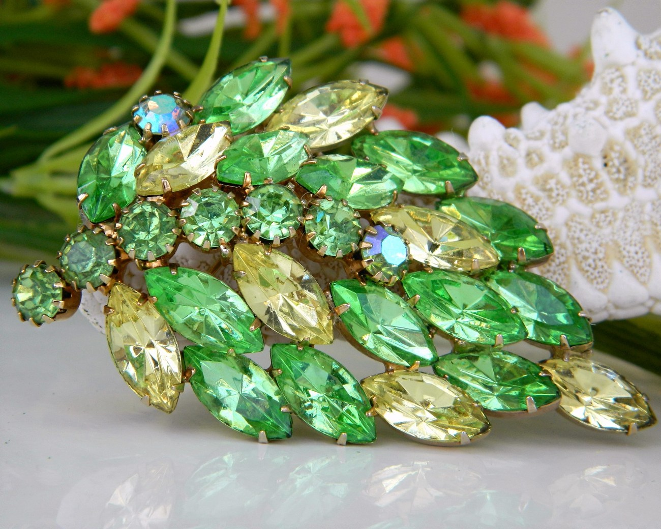 Vintage Leaf Brooch Pin Green Yellow Marquise Rhinestones Book Piece