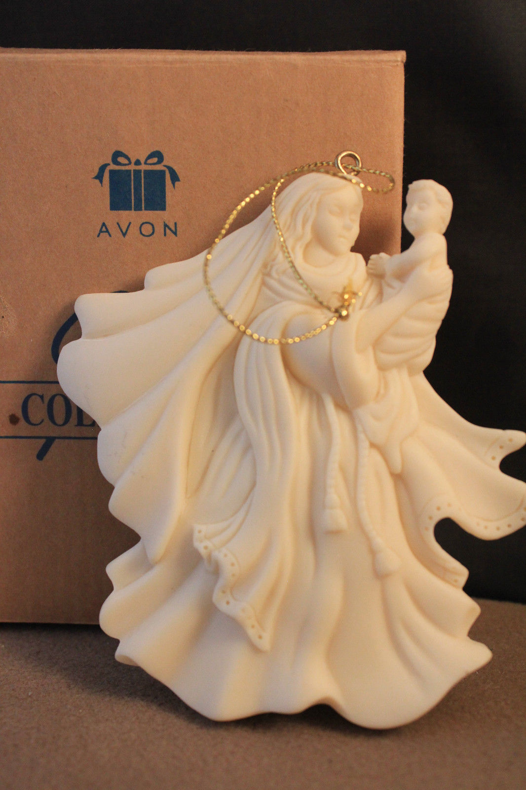 Avon 1997 Gift Collection Mary and Baby Cast Resin Christmas Ornament