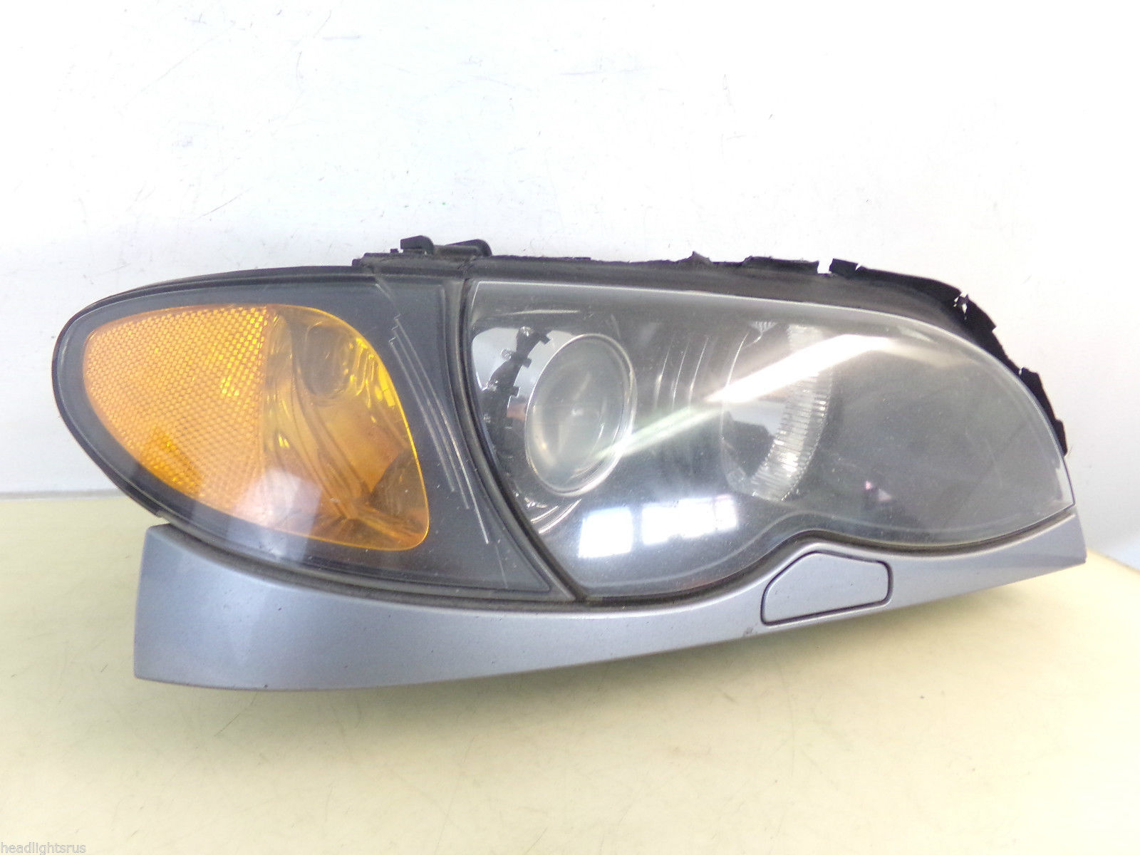 2002 2003 2004 2005 3 SERIES 320i 325i 330i SEDAN PASSENGER XENON HID HEADLIGHT