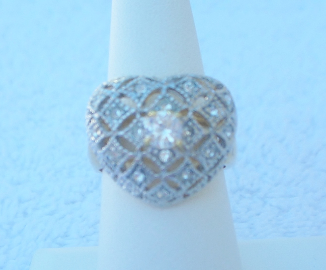 Fashion Ring Heart Heirloom Style Ladies Size 6