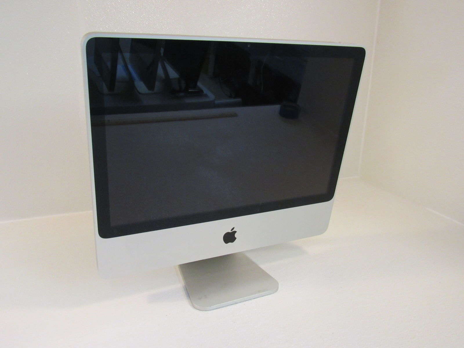 Apple iMac 7.1 20 Inch All In One Computer 500GB HD 2GHz Intel Core 2 Duo A1224