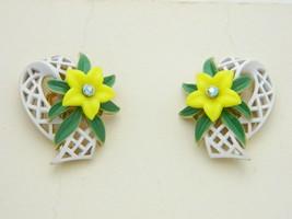 Vtg Crown Trifari Gold Tone White Enamel Rhinestone Yellow Flower Earrings - $99.00