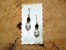 HANDPAINTED ACCENTS ON GLASS BEADS EARRINGS (Wh... - $6.00