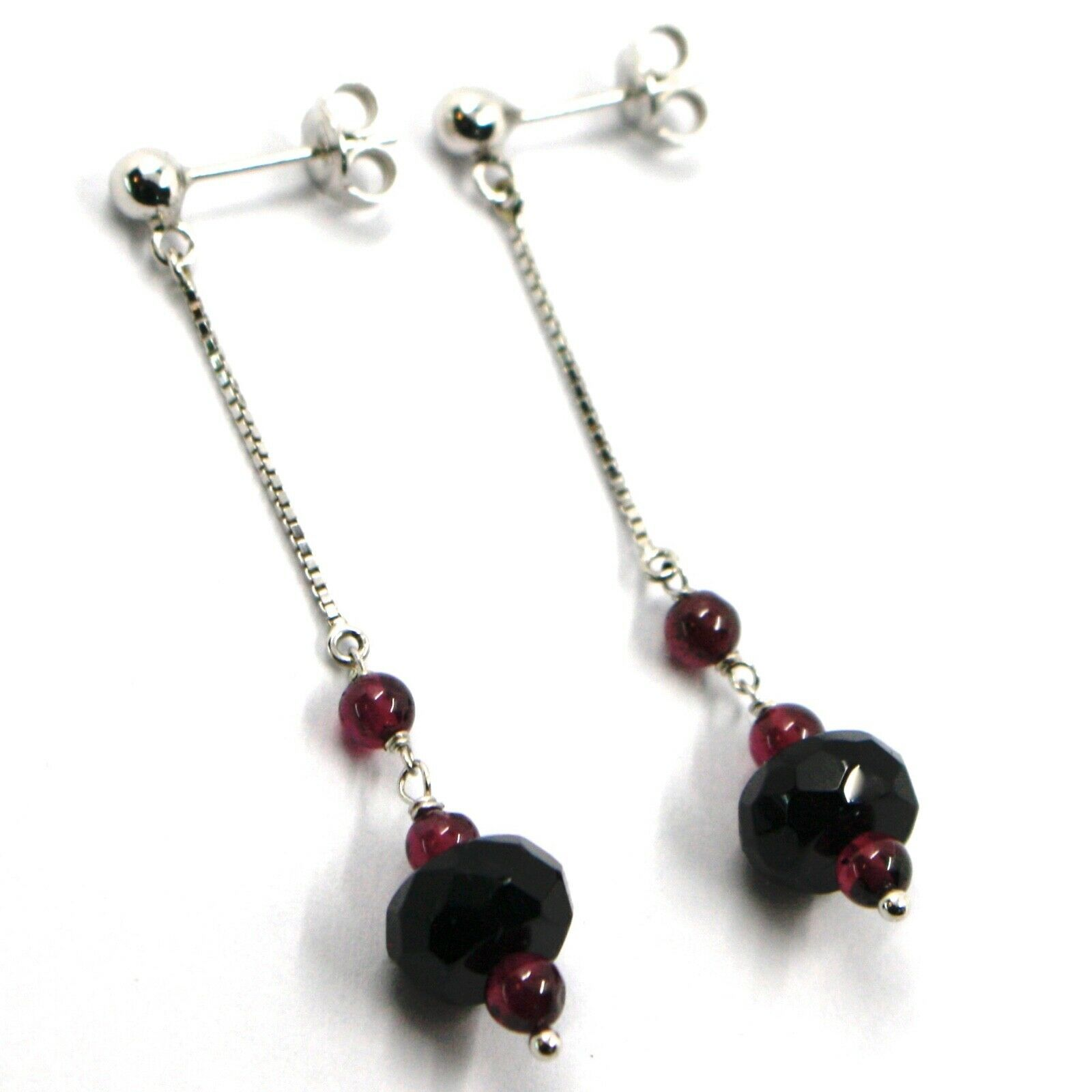 18K WHITE GOLD PENDANT EARRINGS, ONYX DISC, GARNET SPHERE, LENGTH 2.2 INCHES