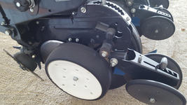 2003 KINZE 3000 FOR SALE  image 2