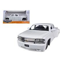 1999 Chevrolet Silverado Dooley White 1/24 Diecast Model Car by Jada 90145w - $32.30