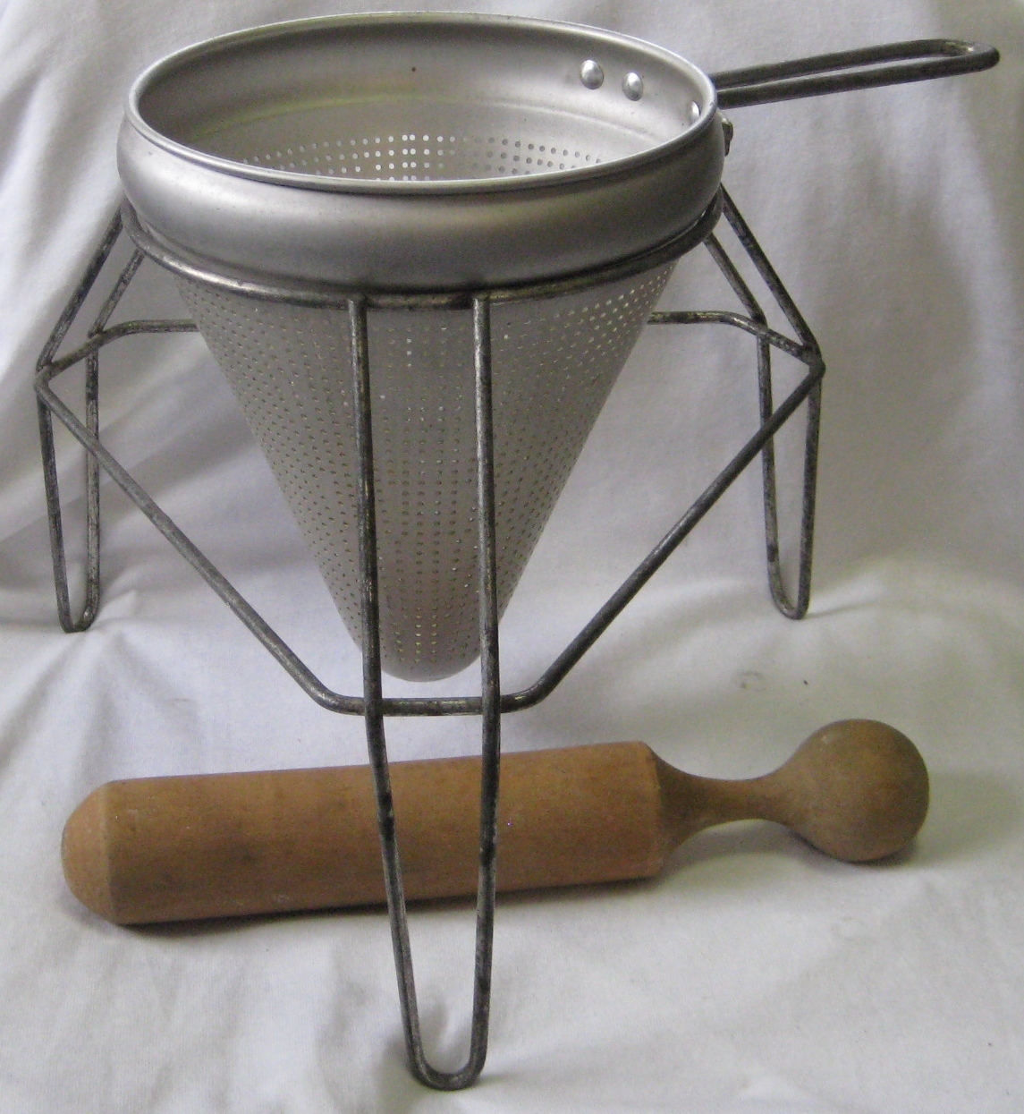 Cone Sieve/Colander/Strainer/Masher/Food Mill with Tripod Stand and Wood Pestle