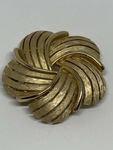 Signed Crown Trifari Gold Tone Swirled Flower Brooch Pin Vintage Costume Jewelry - $12.86