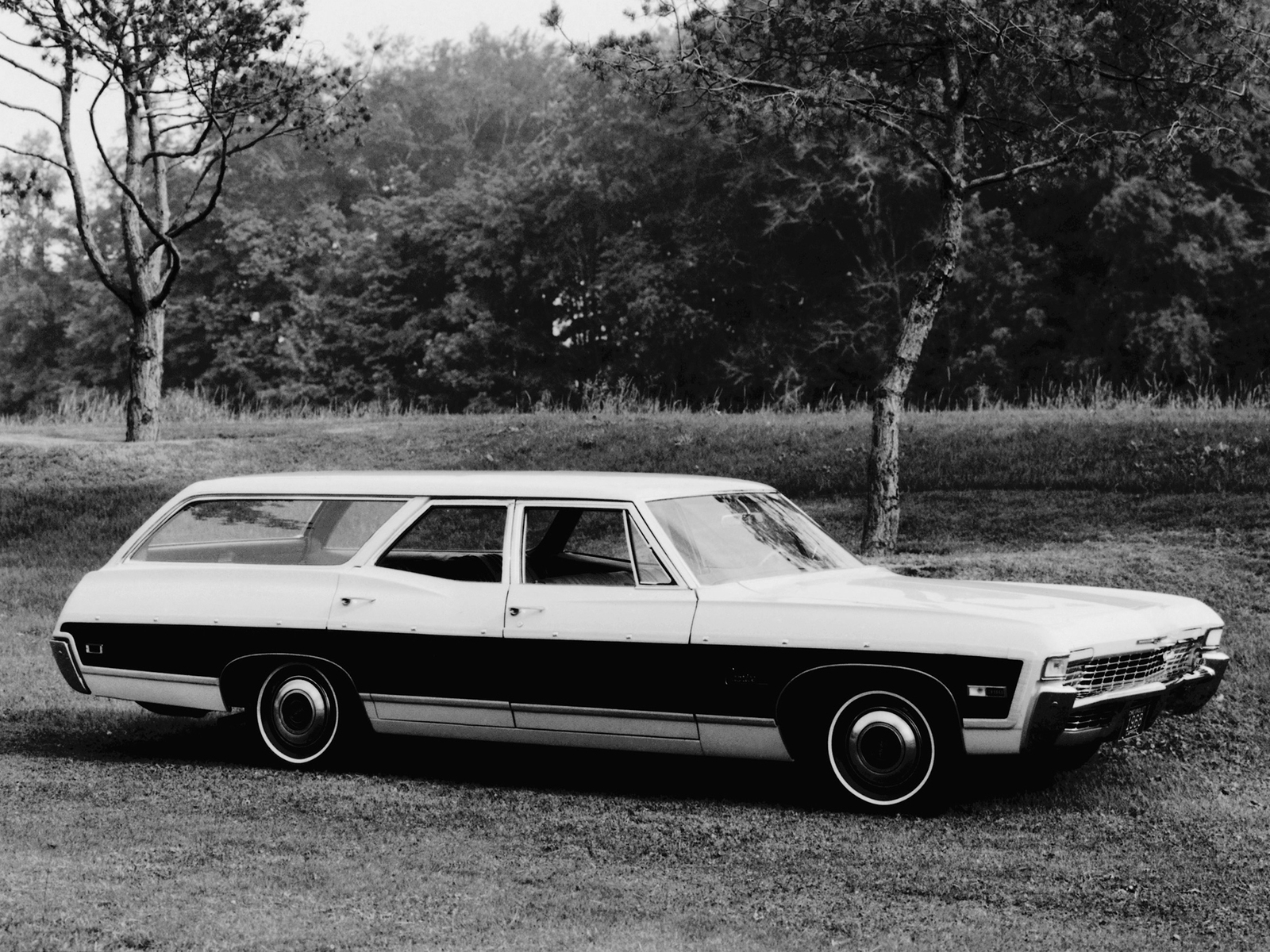 Primary image for 1968 Chevrolet Caprice Station Wagon 24 X 36 inch poster