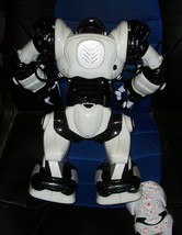 """Wowwee Robosapien Large 14"""" White  Humanoid Robot Complete With Remote Control image 2"""