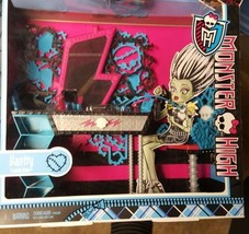 Monster High 2012 Frankie Stein Vanity & Chair with accessories, NRFB Fu... - $29.99