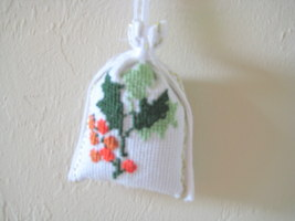 "Satchel Lavender Sack 3""x3"" needlepoint Set of 4 Unique Gift Idea or Deco image 4"