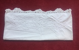 Vintage 30s white Richelieu Pillowcase with hand crocheted edge image 2