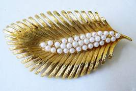 VINTAGE NAPIER GOLD TONE PEARL FAUX LEAF PIN BROOCH - $67.32