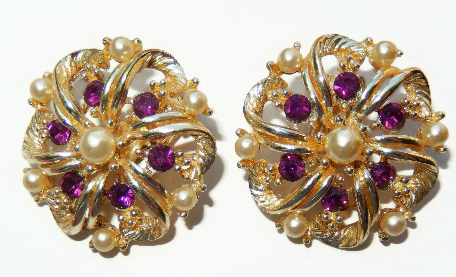 Vintage purple rhinestone faux pearl clip on earrings signed Star - $10.99