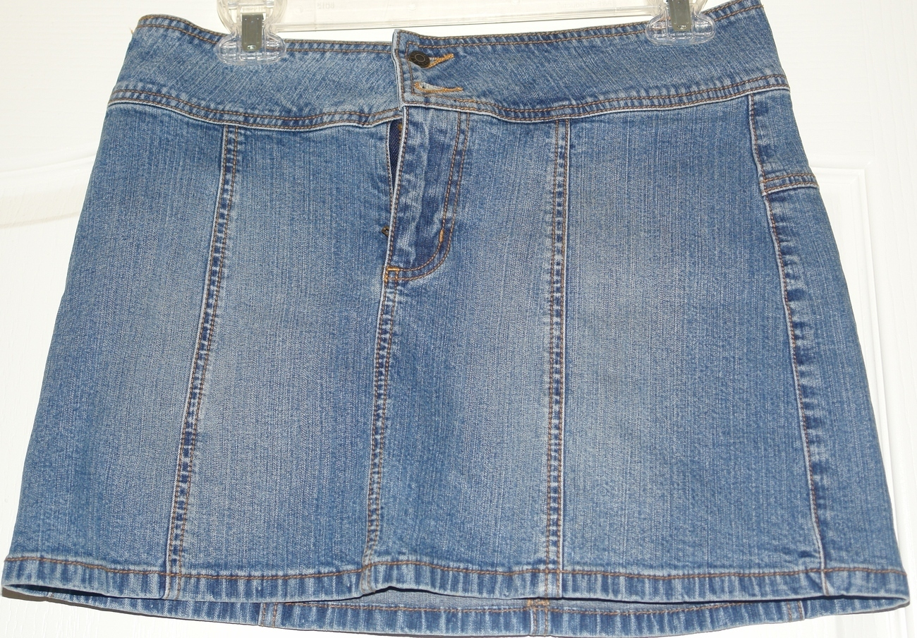 Guess  jean skirt Size 4 GUESS