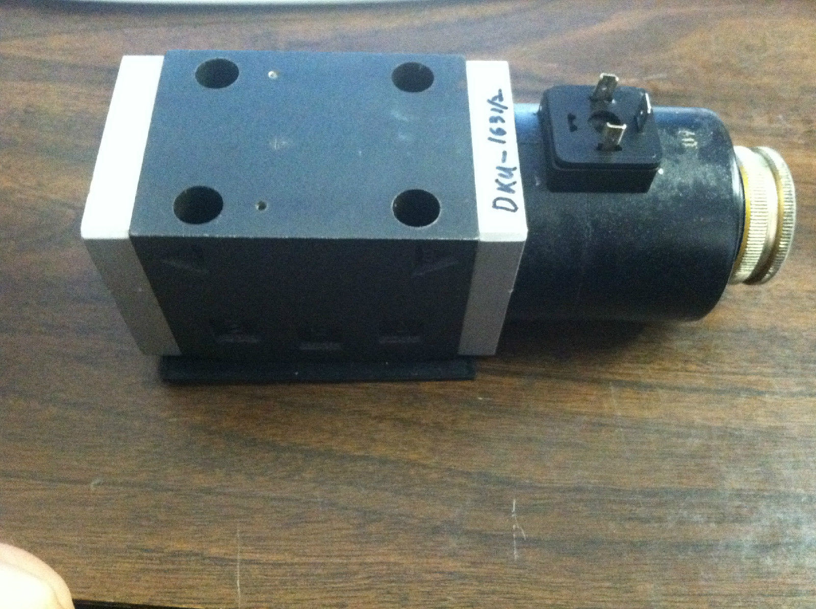 Primary image for DKU 1631/2, Subplate Solenoid Directional Valve