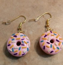 Fun Pink Frosted Doughnut Charm Earrings Gold Tone Wire Clay Breakfast Food  - $6.00