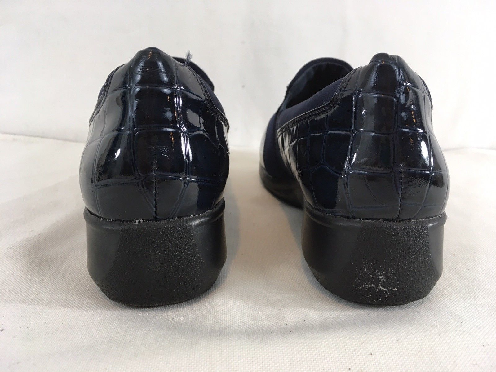 Clarks Womens 8.5 Black Faux Alligator Patent Leather Slip On Loafer Shoes