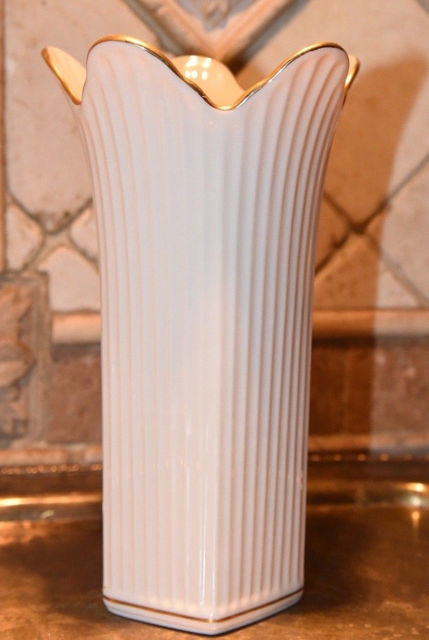 "LENOX PORCELAIN VASE L MADE USA SCALLOPED RIM RIBBED GOLD GILT 8"" H x 4.5"" W"