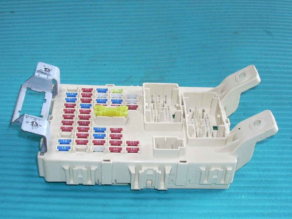 2012 Hyundai Accent Fuse Box Bcm Body Control Module 91950 1r510 Oem