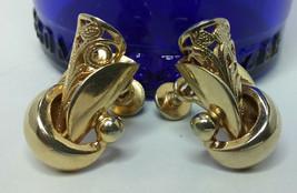 """Vintage Jewelry:    3/4"""" Gold Tone Screw Back Earrings  01-04-2019 - $8.99"""