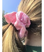 Handmade Light Pink with Leaves Medium Scrunchie - €2,94 EUR