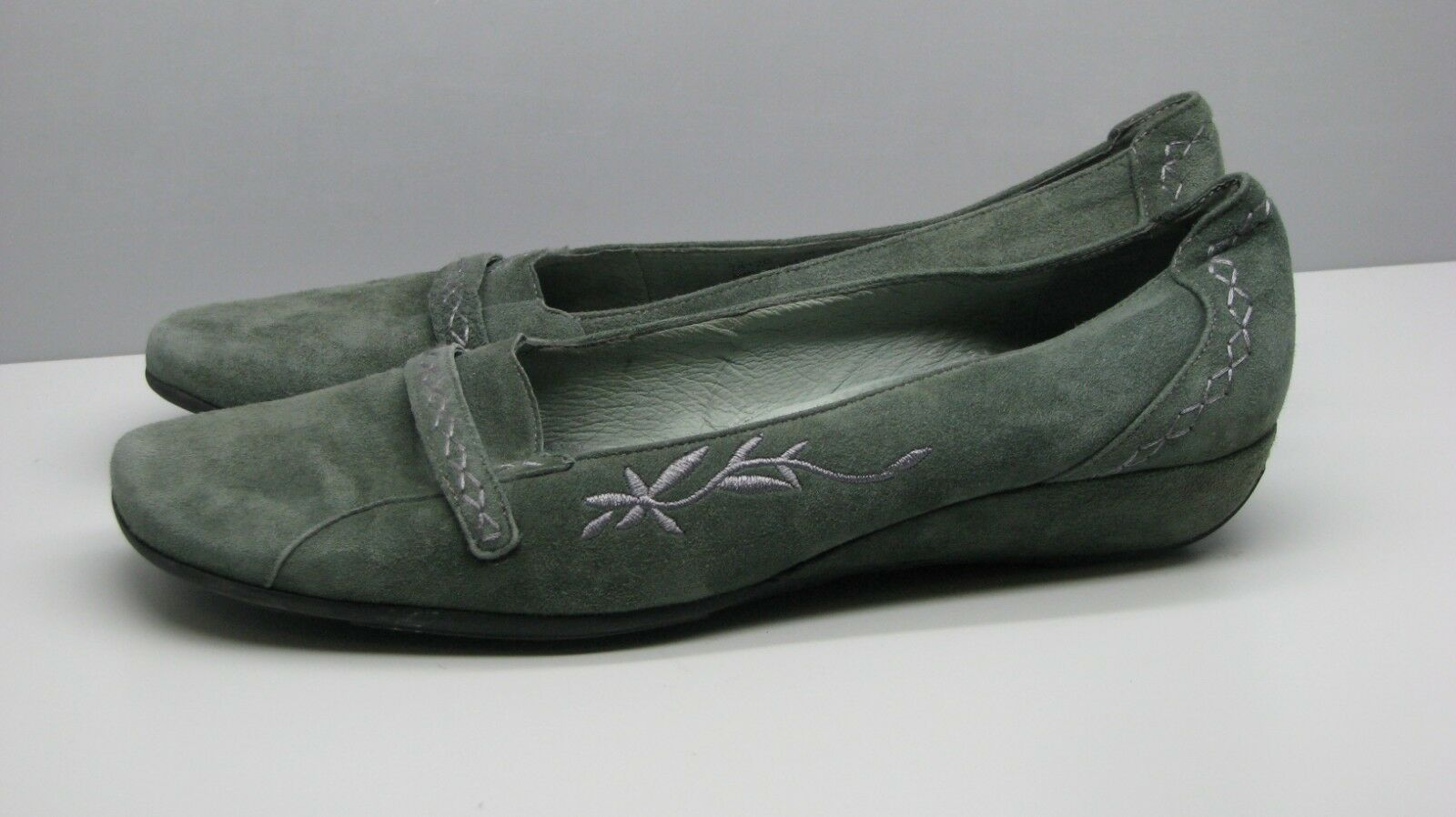Clarks Artisan SHOES Apple Green Suede Leather FLATS Woman's 9.5 M Cute