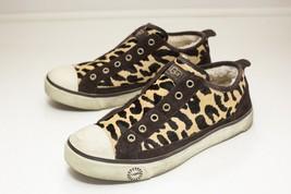 UGG Size 7 Leopard Brown Slip On Sneakers Women's EU 38 - $949,25 MXN