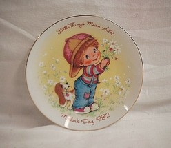 Vintage Mother's Day 1982 Avon Collectors Plate Gold Rim Little Things Mean Alot - $9.89